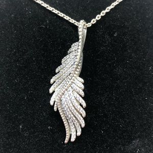Pandora majestic feathers angel wing necklace